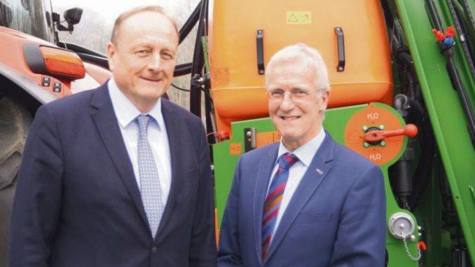 Rukwied macht den Bauern Mut - DBV-Präsident Joachim Rukwied und Albert Schulte to Brinke beim Landvolktag in Osnabrück. Foto: Kuhlmann