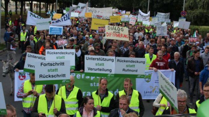 Bauern fordern Neuausrichtung der rot-grünen Agrarpolitik in Niedersachsen -
