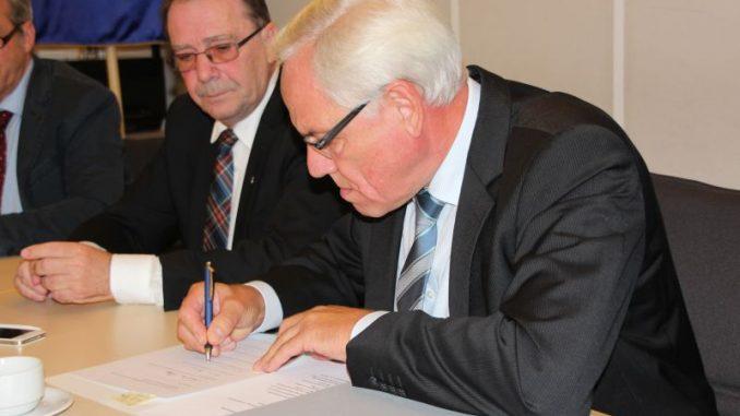 Hilse unterzeichnet Vereinbarung -