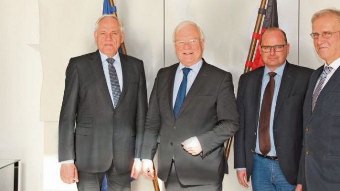Zeit für ein eindeutiges Bekenntnis - Foto: Landvolk  v.l.n.r.: Landvolkpräsident Werner Hilse