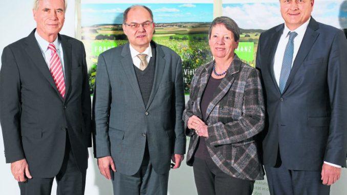 Ein Ziel: mehr Artenschutz - Seltene Eintracht: Umweltministerin Dr. Barbara Hendricks mit ihrem Kollegen Christian Schmidt