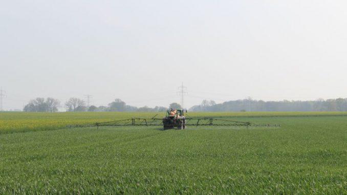Check-up für Pflanzenschutzspritzen und Landwirte - Foto: Landvolk