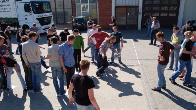 Beim Spielen lernt sich die Gruppe spielend kennen - Foto: Landvolk