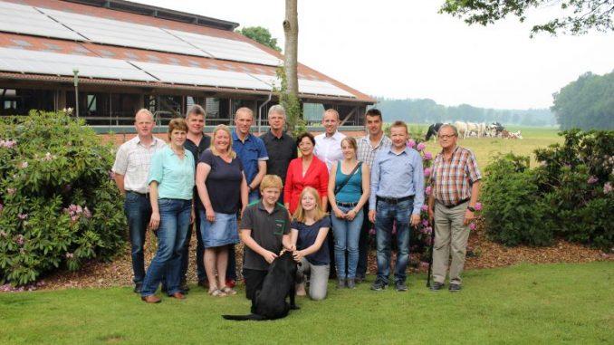 SPD-Politiker besuchen Milchviehbetrieb und diskutieren mit Landwirten - Foto: Rohde-Hollmann