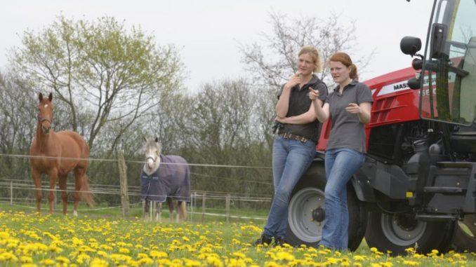 Auf dem Rücken der Pferde dominieren die Damen - Foto: Landvolk