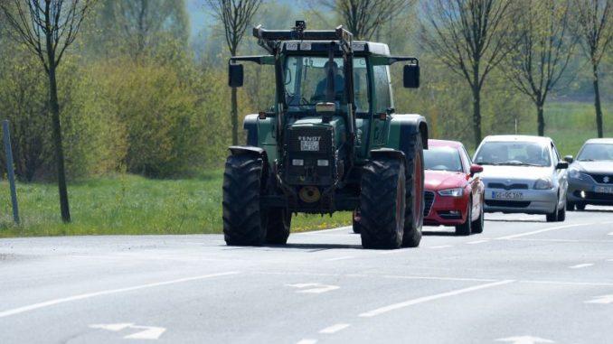 Im Straßenverkehr aufeinander Acht geben - Foto: Landpixel