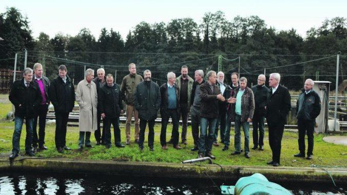 Landvolk-Bezirksvorsitzende bescuhten Leverenzhof - Foto: Hildebrandt