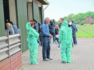 Mit Journalisten im Schweinestall - Foto: Landwirtschaftskammer Niedersachsen