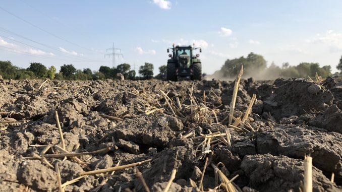 Bodenbearbeitung auf dem Acker