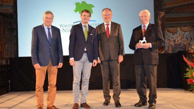 Heiner Beermann, Philip Freiherr von Oldershausen, Stephan Weil und Norbert Leben auf der Mitgliederversammlung am 30.09.2021 in Hannover Foto: Landvolk Niedersachsen